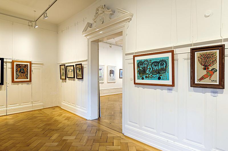 Foto der Ausstellungsbilder im ersten Obergeschoss