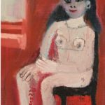 Eine Frau sitzt entkleidet auf einm Stuhl