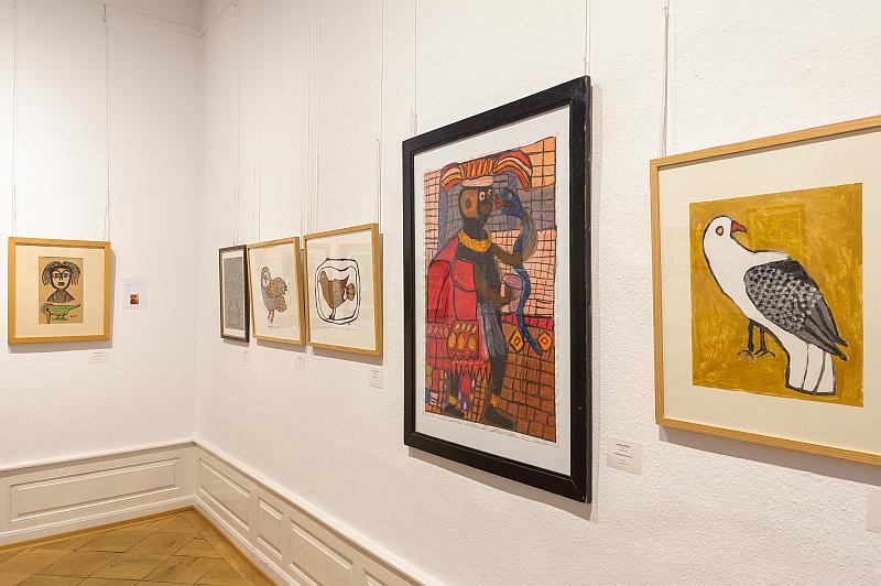 Foto mehrerer Gemälde in unseren Ausstellungsräumen
